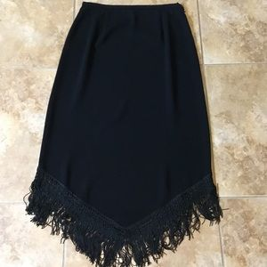 Asymmetric fringe skirt